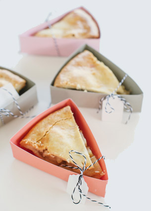 Something new on my to-do-list: make one or more of these pie boxes. They're just amazing and really easy to make.