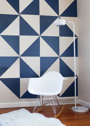These wall decals by MUR are really great. Do you have a plain wall? Make a real eye catcher of it with these triangles and design your own pattern in one or more colours!