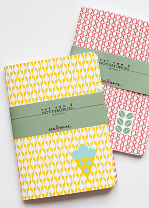 Hooray! We start the new year with a great giveaway! During Flavourites live 2012 I met Eva and Anne. I fall in love with their gorgeous stationery. Maps, notebooks, wrapping paper and gift tags - I love them all. You can win one set of 2 notebooks by Eva&Anne. We have decided to give away three sets!
