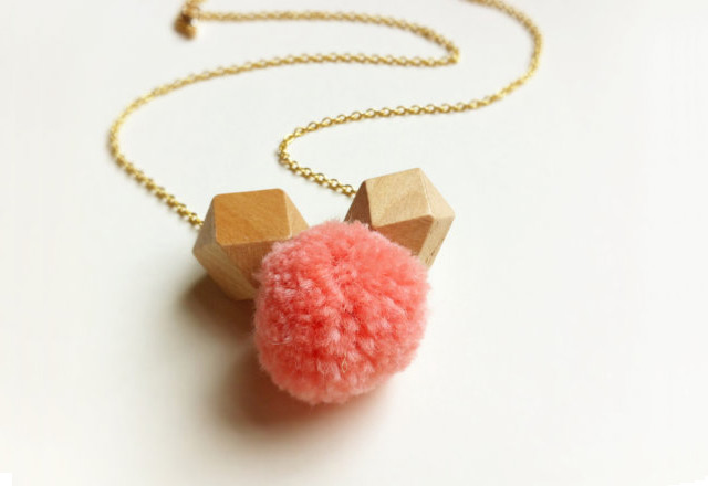 Necklace pom pom