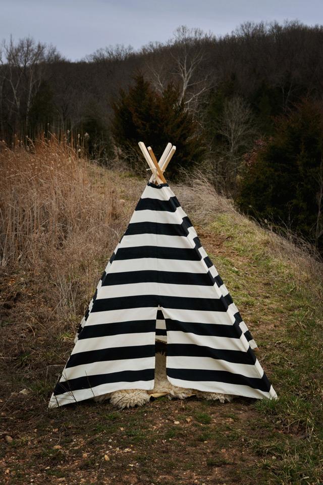 Teepee tent - black and white stripe