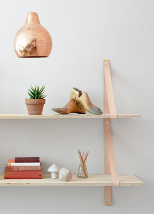 How beautiful and charming are these leather shelves? I'm totally in love with these skin coloured ones. I found them in the webshop Lightly, along with some very nice other products. I'm just drooling! Time to take a look in this shop! Join me?