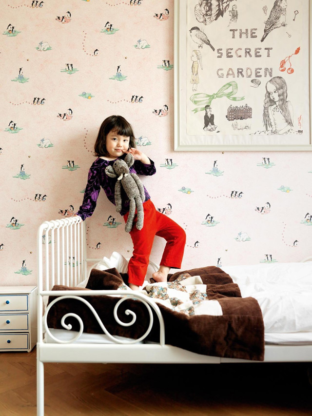I love this kids room with amazing artwork and wallpaper!