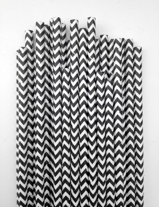 Paper straws in black & white