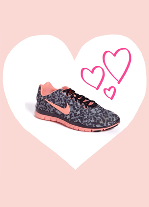 Usually I'm not that freaky about sneakers, but I must must must have these nikes with a leopard print. Have a happy saturday!