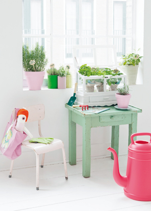 To start this summer, I have a great giveaway waiting for you. You might remember the watering can Lungo from last year? If you like this pink beautie, keep on reading!